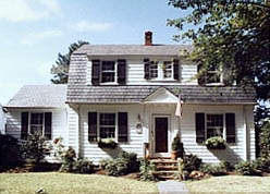 Waterfront Colonial in Larchmont, Norfolk